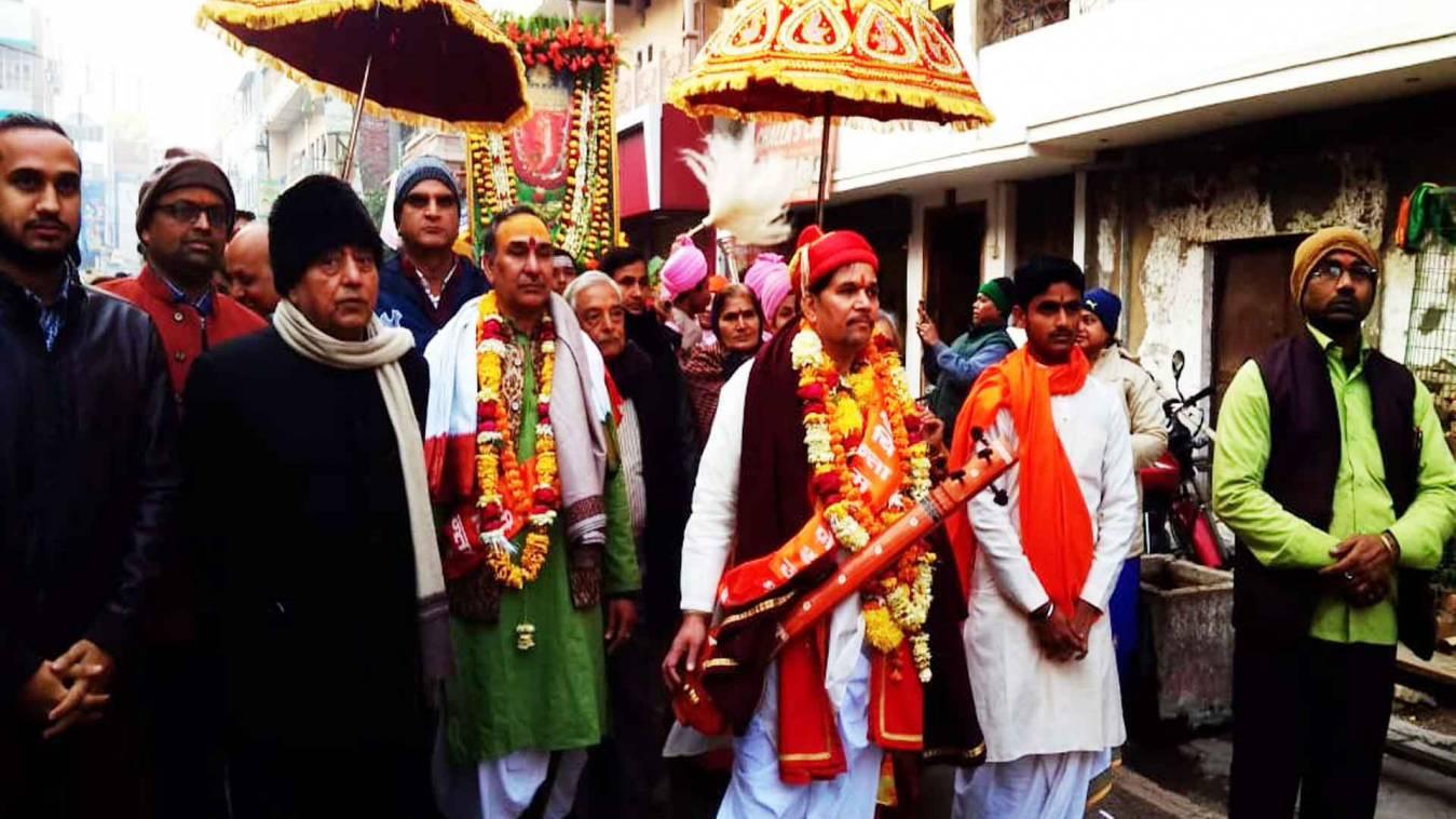 वाराणसी: चिंतामणि गणेश मंदिर से निकली शोभायात्रा, रामधुन गाते रहे भक्त