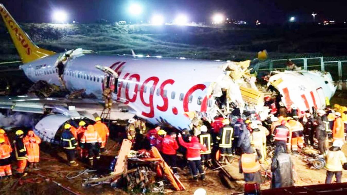 Big Breaking: रनवे से फिसलकर प्लेन के हुए तीन टुकड़े, 3 लोगों की मौत, 179 घायल