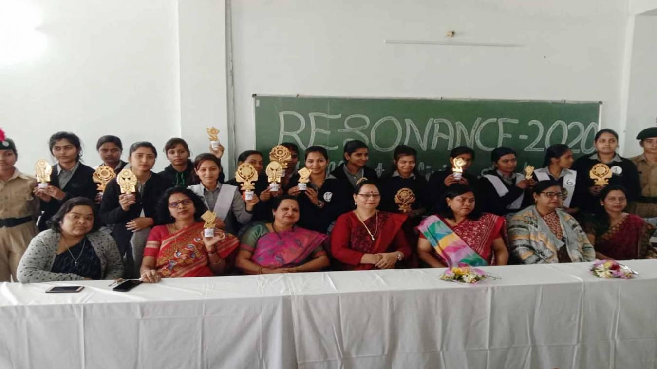 वाराणसी: 'रेजोनेंस-2020' में निखरी अग्रसेन कन्या पीजी कॉलेज की छात्राओं की प्रतिभा