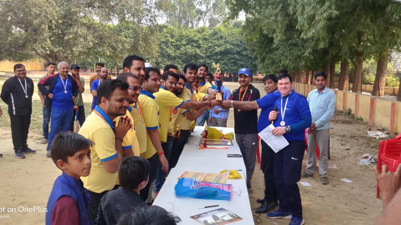 वाराणसी: आरएसएमटी के अध्यापकों और बैंक कर्मचारियों के बीच खेला गया T-20 मैच