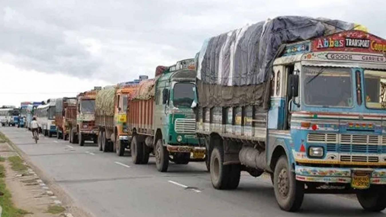 वाराणसी: शासन के सख्ती पर भारी पुलिसकर्मी की शिथिलाई, वसूली दर पर ओवरलोडिंग जारी