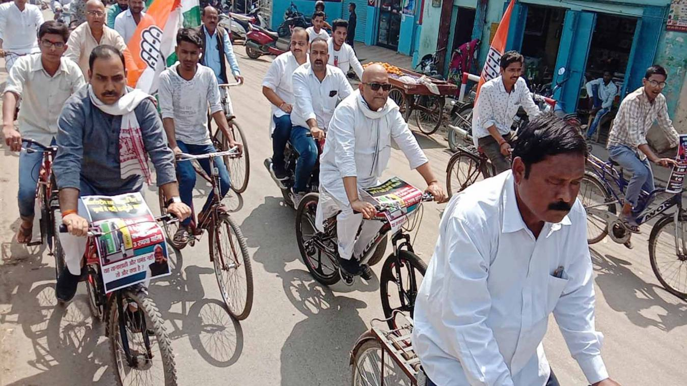 वाराणसी: जन विरोधी है भाजपा सरकार, पेट्रोल-डीजल पर बेमतलब बढ़ाई एक्साइज ड्यूटी: अजय राय