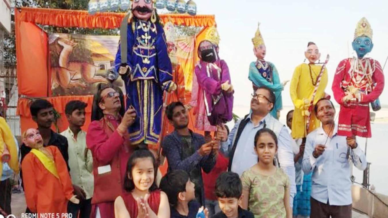 वाराणसी: भगवान राम ने कहा, नहीं गलेगी 'कोरोना' रावण की दाल, भारत के लोग है तुमसे सावधान