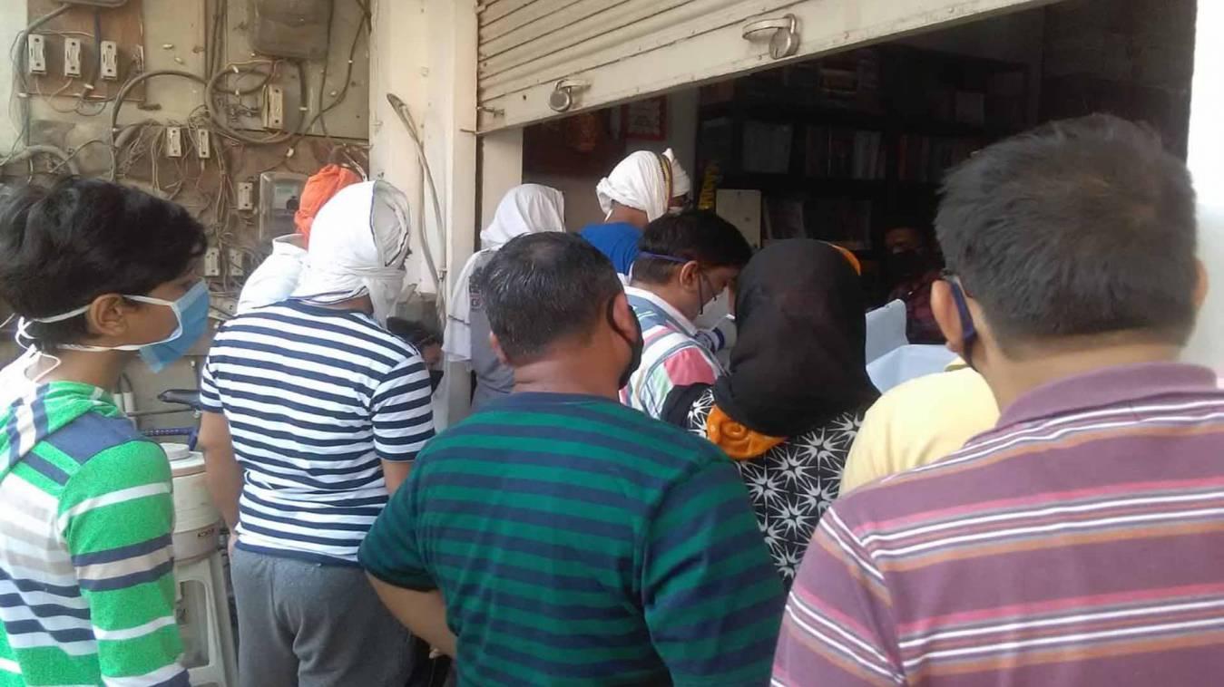 वाराणसी: सीओ भेलूपुर के धमाचौकड़ी के बाद भी लंका पर उड़ी लॉकडाउन की धज्जियां