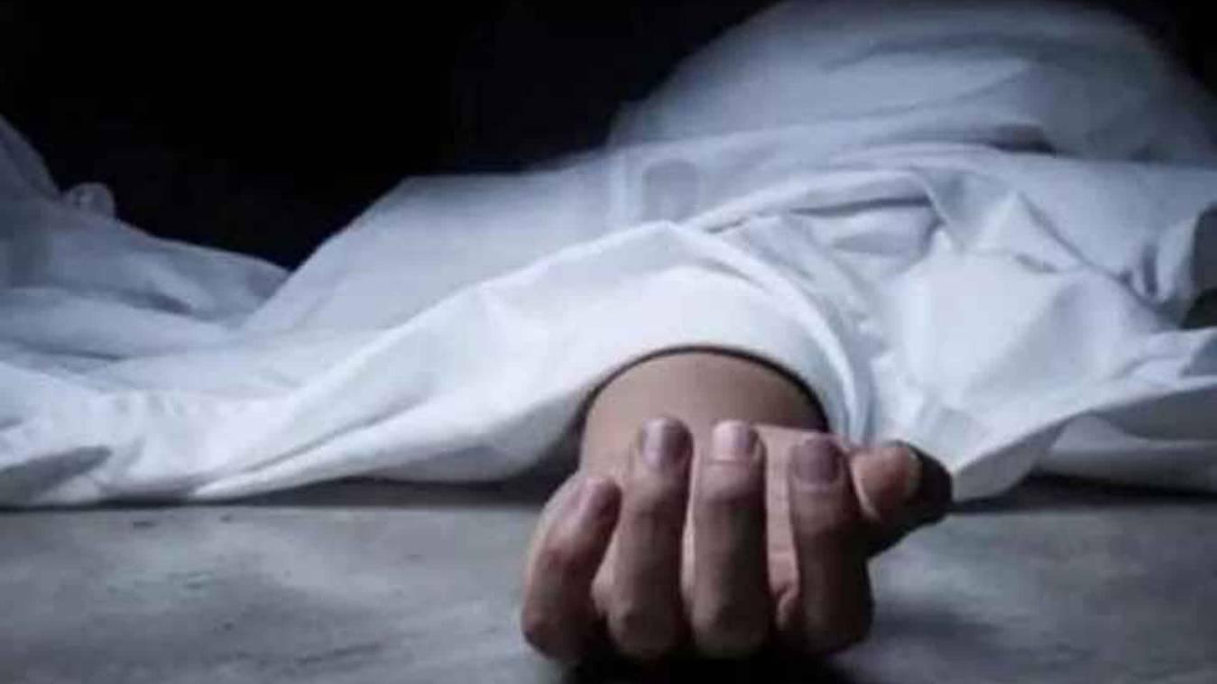 वाराणसी: लेडीज जिम ट्रेनर ने फांसी लगाकर दी जान, दरवाजा तोड़कर निकाला गया शव
