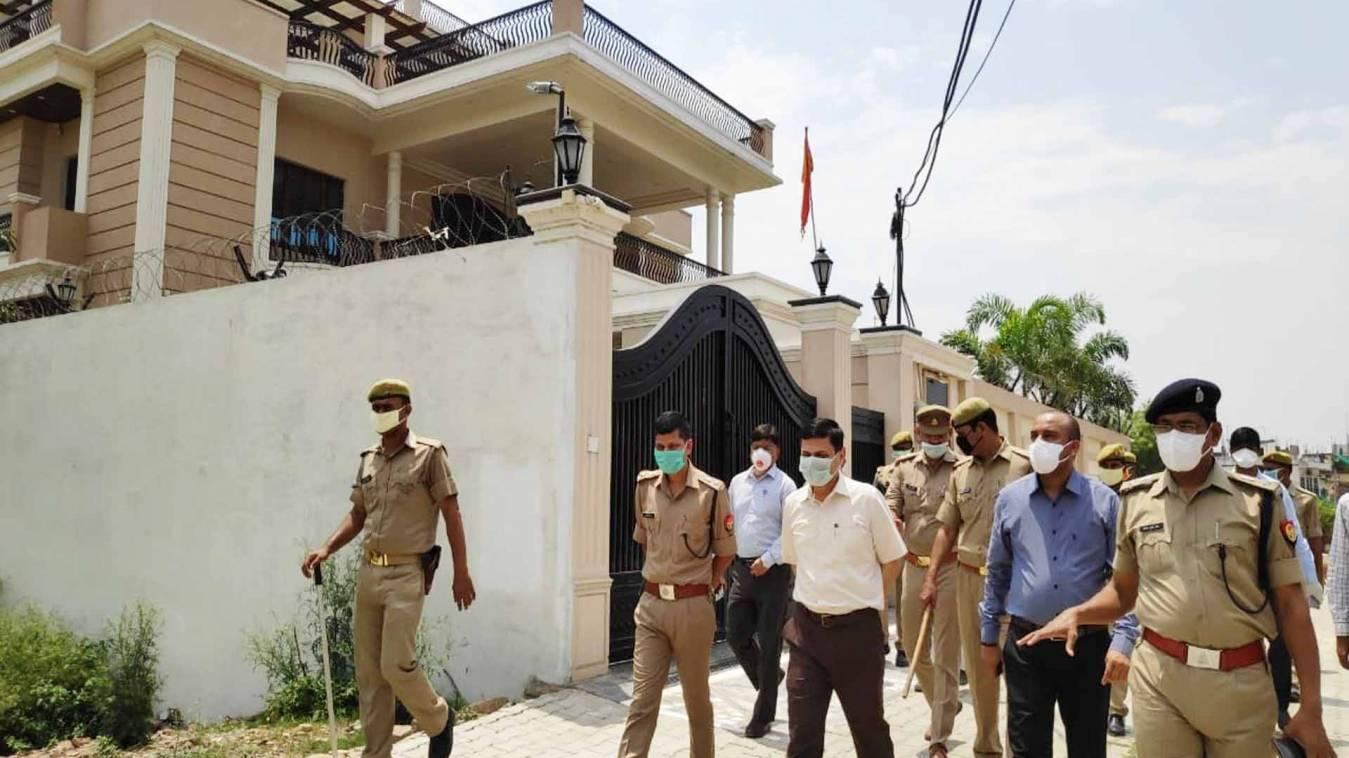 वाराणसी: शहर में कोरोना ने दिखाया दम तो डीएम ने एक दिन के लिए दुकानें और मंडियों को किया बन्द
