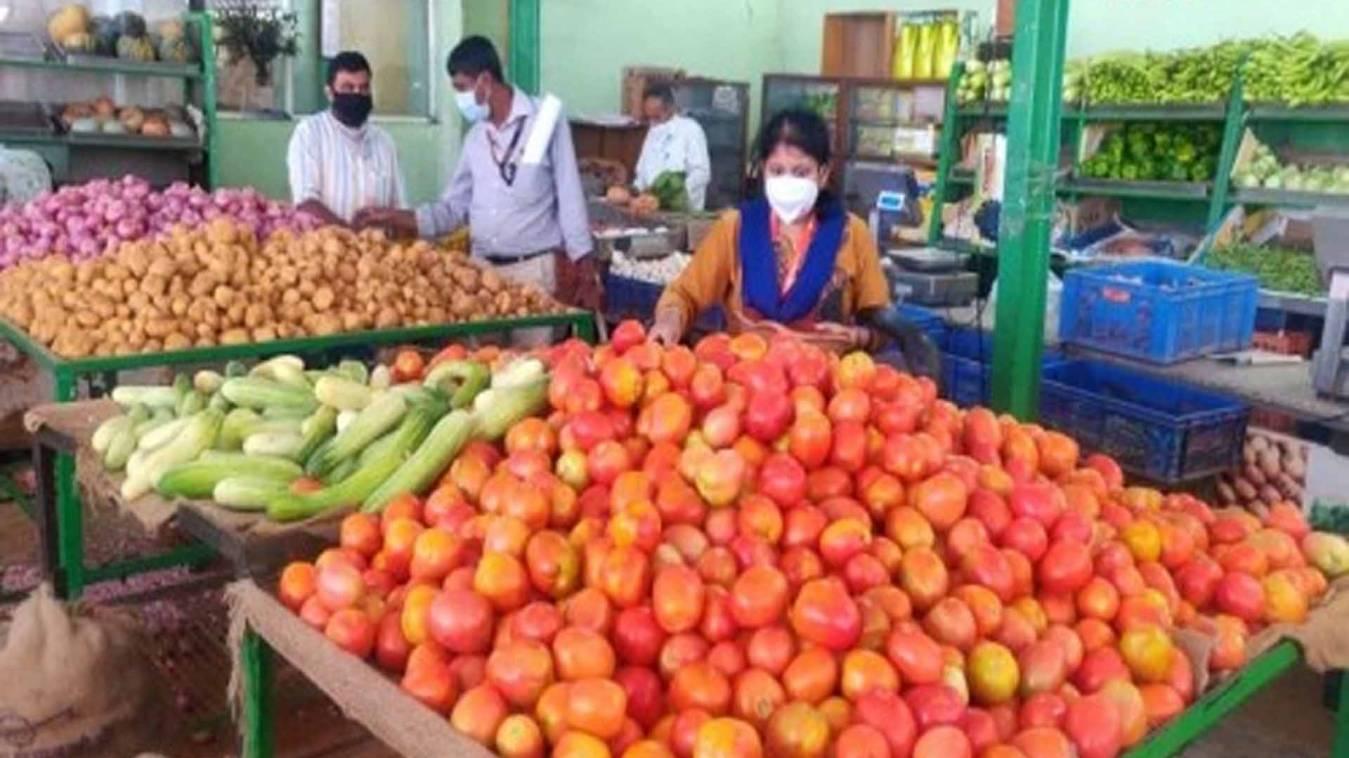 वाराणसी: Lockdown में सब्जियां बेच कर कमा लिए 200 करोड़, किसानों की मदद का निकाला अनूठा तरीका