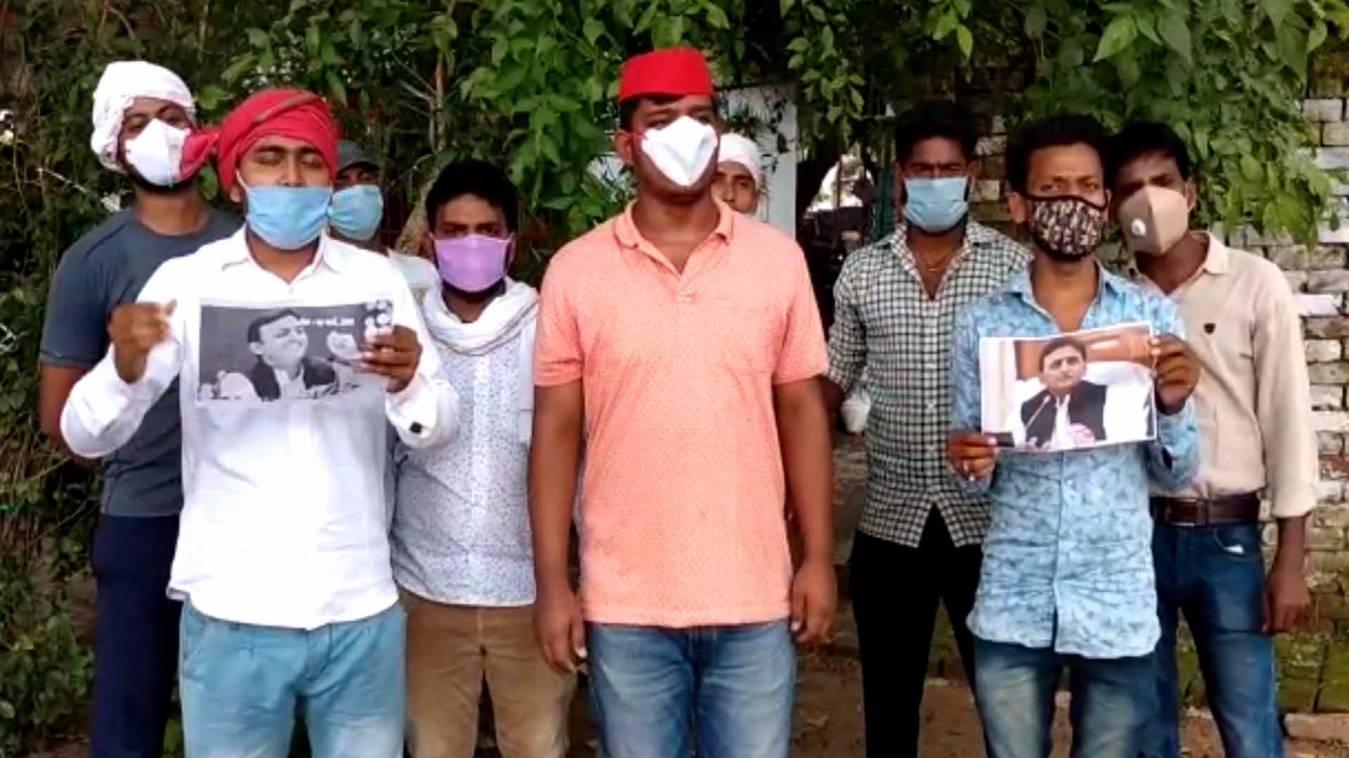 वाराणसी: पूर्व मुख्यमंत्री अखिलेश यादव के जन्मदिन पर किया वृक्षारोपण