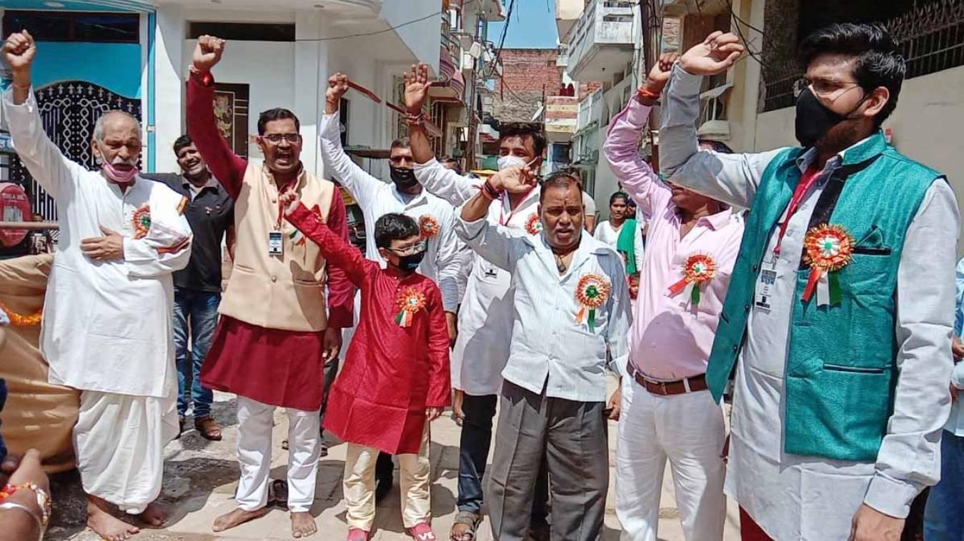 वाराणसी: स्वतंत्रता दिवस की मची धूम, काशी नवाचरण संस्था ने किया ध्वजारोहण