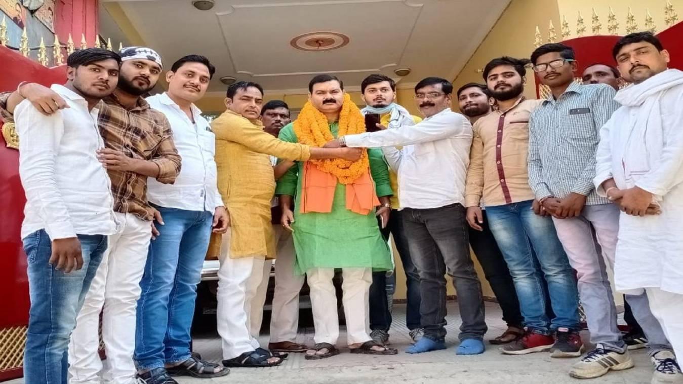वाराणसी: बजरंग ब्रिगेड काशी के कार्यकर्ताओं  द्वाराहेमंत सिंह का भव्य स्वागत