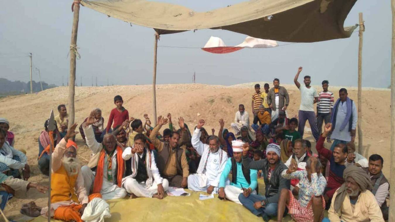 चिरईगांव ब्लाक में ग्रामीण अंडरपास बनवाने को लेकर लामबंद, प्रदर्शन जारी
