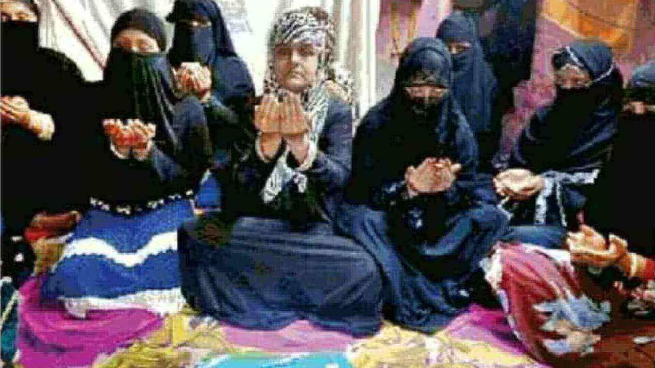 वाराणसी में मुस्लिम महिलाओं ने मांगी सबकी सलामती की दुआ