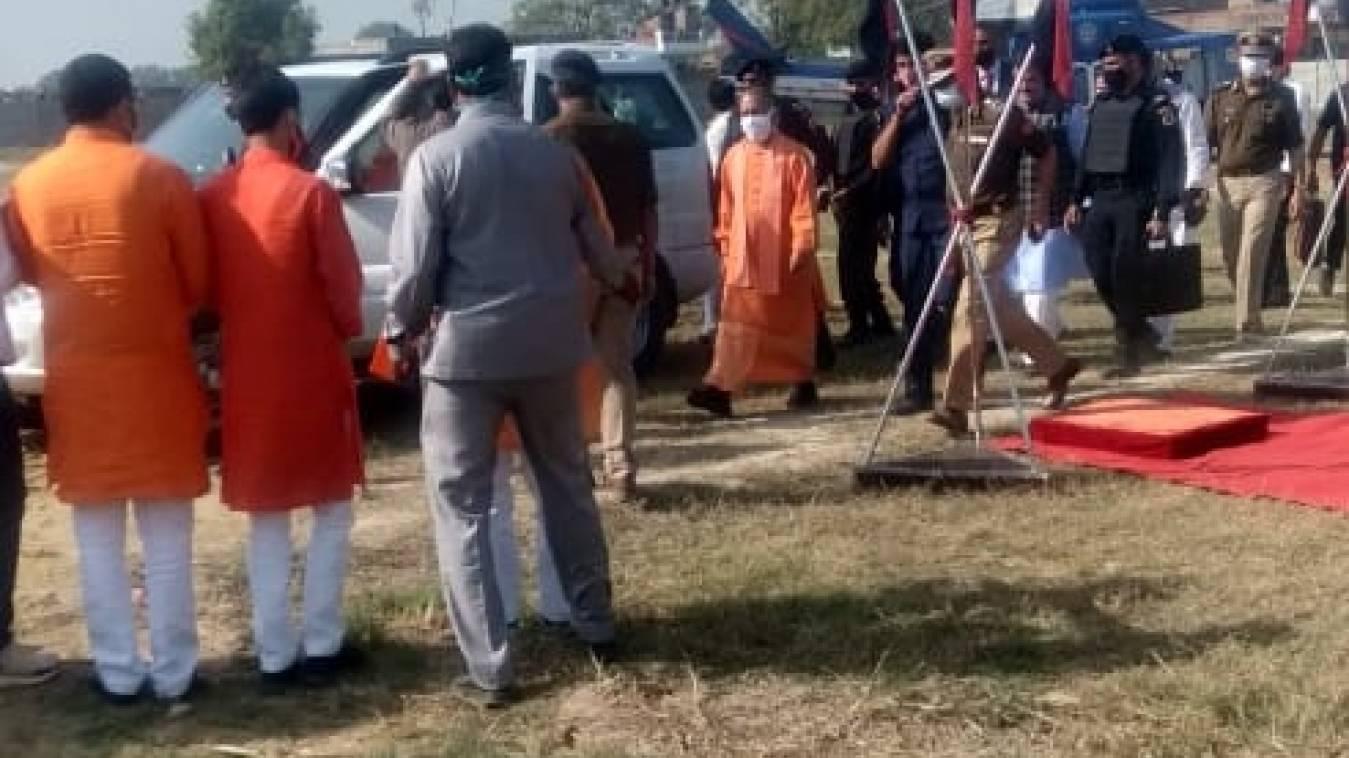 मुख्यमंत्री योगी आदित्यनाथ पहुंचे वाराणसी,विभिन्न कार्यक्रमों में करेंगे शिरकत